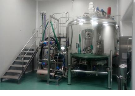 produktionslinie-zur-herstellung-von-fluessigmedikamenten-zum-einnehmen