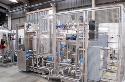 produktionslinie-fuer-verschiedene-milchprodukte